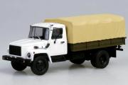 Горький-3309 бортовой с тентом, белый/бежевый/хаки (1/43)