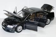 Audi A8, темно-серый (1/18)