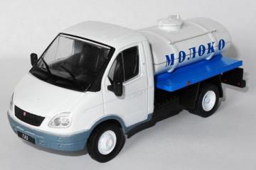 Горький-3302 'Газель' молоковоз, белый/синий. Без блистера (1/43)