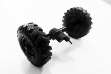 Покрышка + диск Камаз-4310 компл. 2 шт. с передним мостом в сборе (1/43)