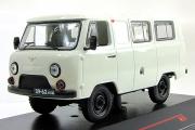 УАЗ-452 (39625) 1980, белый (1/43)
