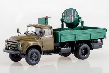 АМП-90 (130) бортовой с прожектором, хаки/зеленый (1/43)