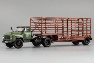 Горький-52-06 тягач 'Мосгортранс' с полуприцепом-таровозом, хаки/коричневый (1/43)