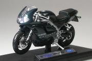 Мотоцикл Triumph Daytona 955i, черный (1/18)