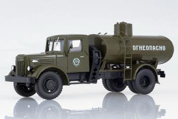 АЦ-8 (МАЗ-200) автоцистерна 'Огнеопасно', хаки (1/43)