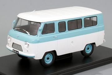 УАЗ-452В, белый/голубой (1/24)