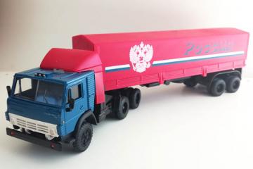 КАМАЗ-54112 тягач со спойлером с полуприцепом ОДАЗ-9370 с тентом 'Россия', синий/красный (1/43)