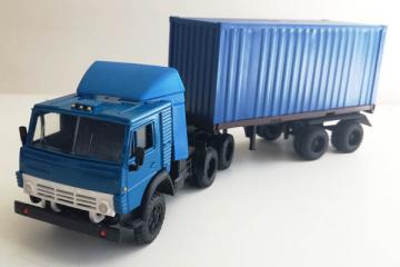 КАМАЗ-54112 тягач со спойлером с полуприцепом контейнеровозом, синий (1/43)