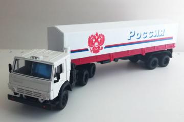 КАМАЗ-5410 тягач с п/пр ОДАЗ-9370 с тентом 'Россия', белый/красный (1/43)