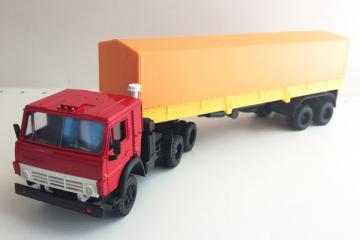 КАМАЗ-5410 тягач с полуприцепом ОДАЗ-9370 с тентом, красный/желтый (1/43)