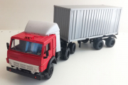КАМАЗ-54112 тягач со спойлером с полуприцепом контейнеровозом, красный/серый (1/43)