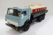 КАМАЗ-53212 'Молоко', голубой/бежевый. Сделано в СССР (1/43)