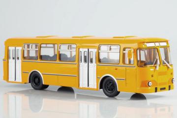 Автобус ЛиАЗ-677 городской, охра/белый (1/43)